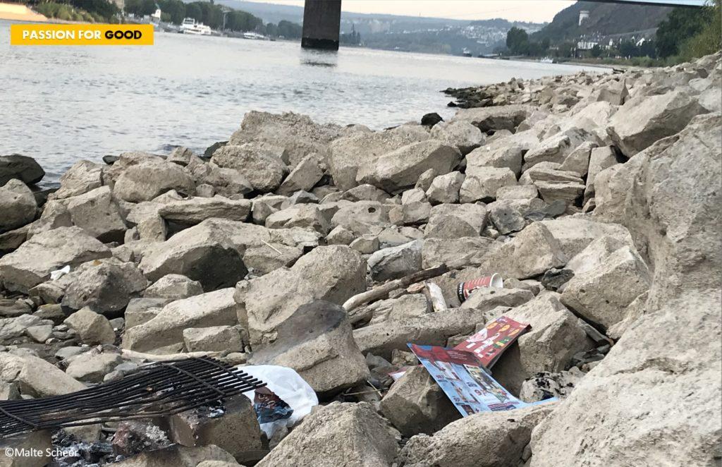 Müll am Rheinufer in Koblenz